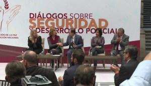 Critican desorganización de los Foros de Pacificación de AMLO