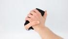 Dedo robot permite enviar caricias a través del teléfono