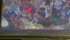 Mujer acusa a un niño de tocarla impropiamente y tiene que disculparse