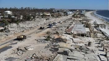 Residentes de Mexico Beach intentan regresar a la normalidad