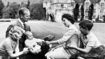 Los bebés reales de la Corona británica a través del tiempo