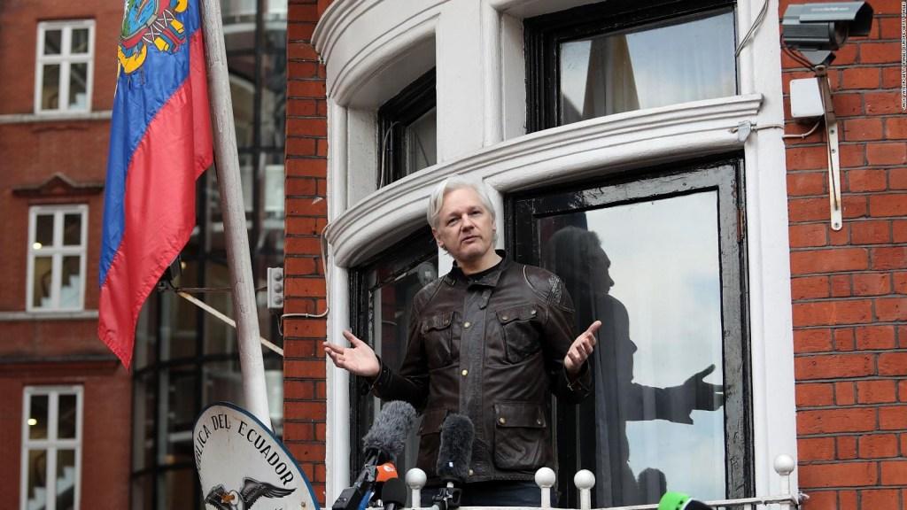 Julian Assange demanda al gobierno de Ecuador