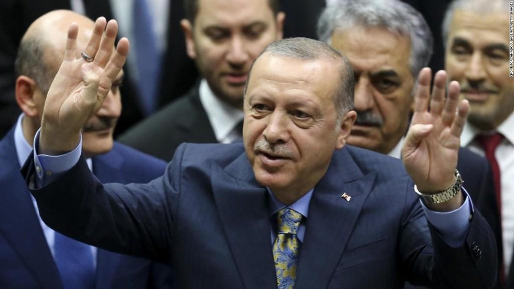 Erdogan en el parlamento de Turquía este 24 de octubre. (Crédito: Ercin Top/Anadolu Agency/Getty Images)