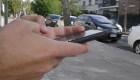 Uruguay busca prohibir uso del celular al cruzar la calle