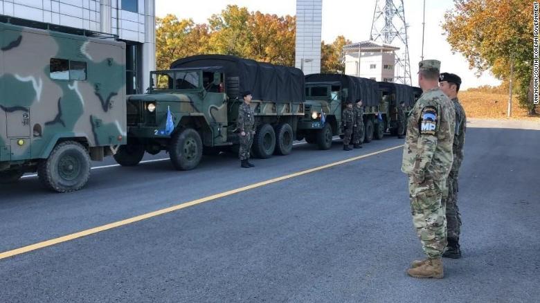Los camiones del comando de la ONU en la JSA.