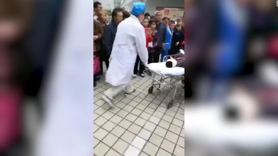 Mujer acuchilla a 14 niños en un preescolar de China