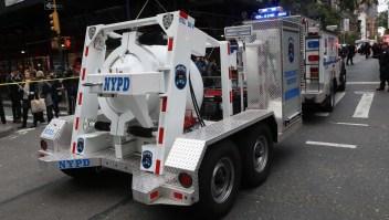 Paquetes sospechosos son transportados por la Policía de Nueva york