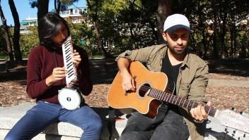 La vida bajo el suelo de dos músicos venezolanos en España