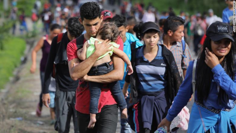 Estados Unidos negocia con México qué hacer con la caravana de migrantes    CNN