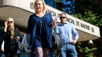 """Inés Madrigal, quien denunció haber sido una de los """"niños robados"""", a la salida del tribunal en el que se declaró culpable y absolvió al médico que la robó de su familia biológica. (Crédito: JAVIER SORIANO/AFP/Getty Images)"""