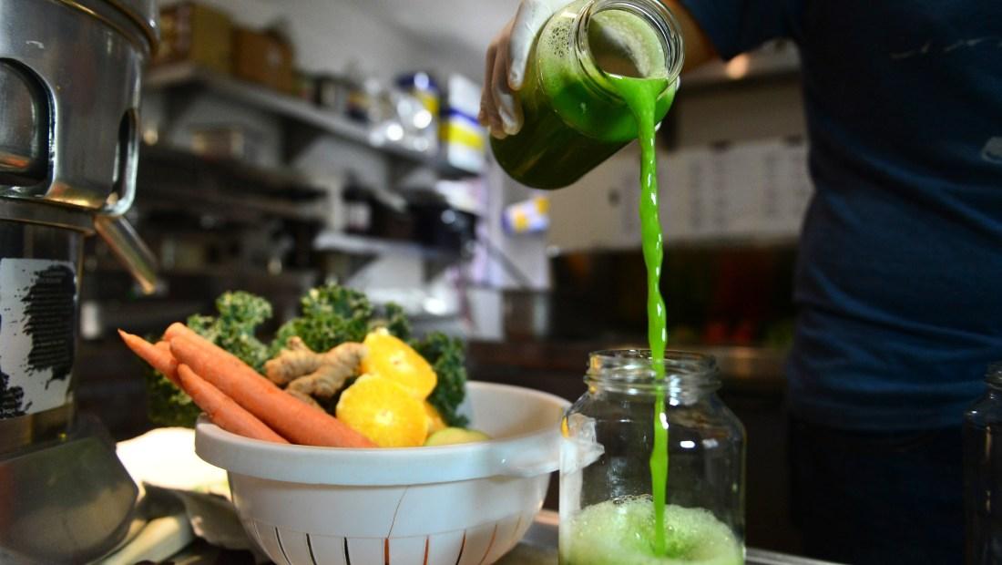 Los jugos detox son una moda en todo el mundo pero, ¿funcionan? (Crédito: FREDERIC J. BROWN/AFP/Getty Images)