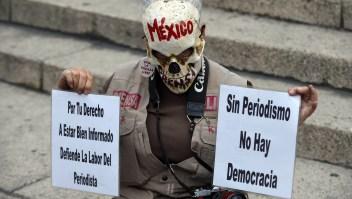 Imagen de archivo de una protesta de periodistas contra los asesinatos a los trabajadores de la comunicación en 2017. (Crédito: ALFREDO ESTRELLA/AFP/Getty Images)