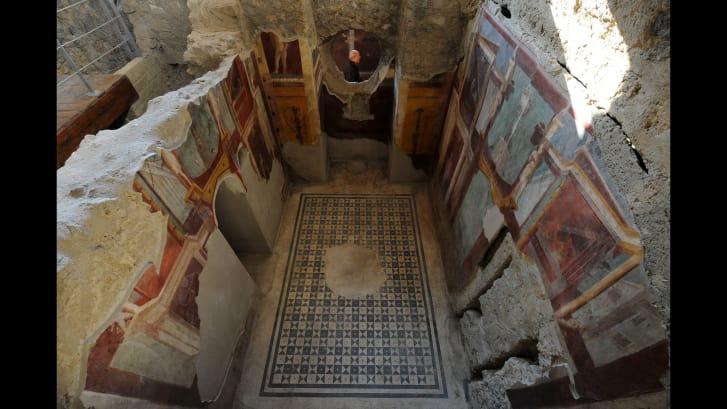 Frescos en el Criptoporticus Domus en el sitio de patrimonio de la ONU de Pompeya. (Crédito: MARIO LAPORTA / AFP / Getty Images)