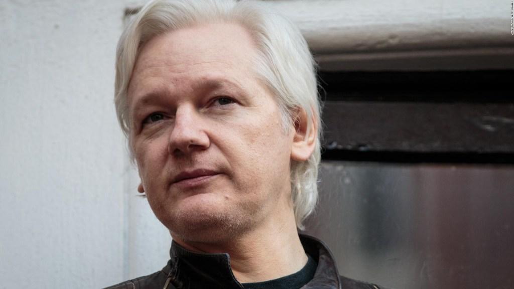 Un error revela cargos contra Julian Assange en EE.UU.