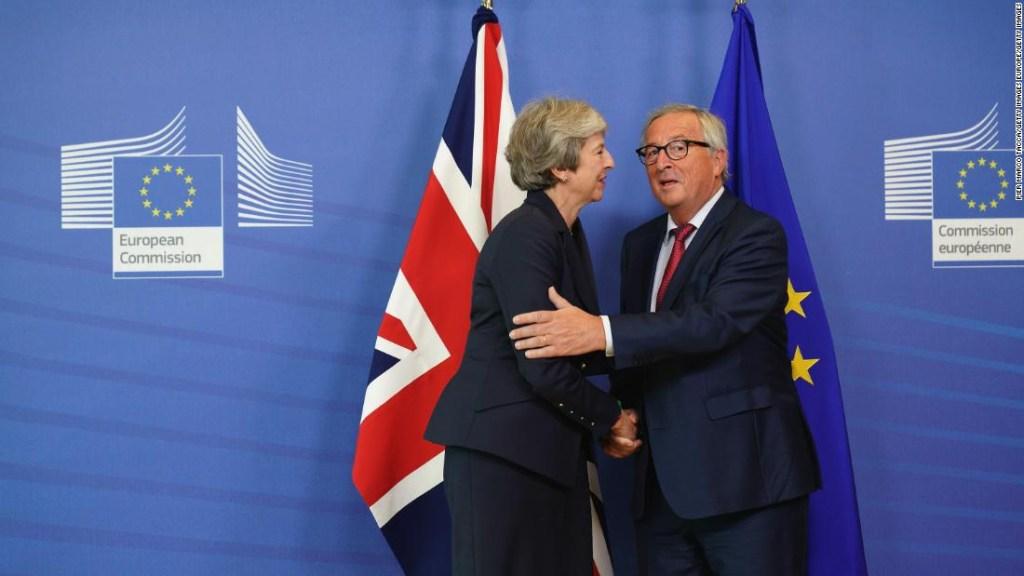 Theresa May a su llegada a Bruselas para debatir el acuerdo el brexit.