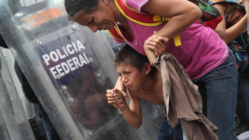Estas son las imágenes más impactantes de la nueva caravana de migrantes que partió desde San Salvador