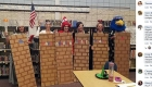 Maestros se disfrazan de muro fronterizo en EE.UU.