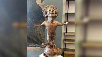 La artista que hizo la estatua de Salah no quedó contenta con el resultado
