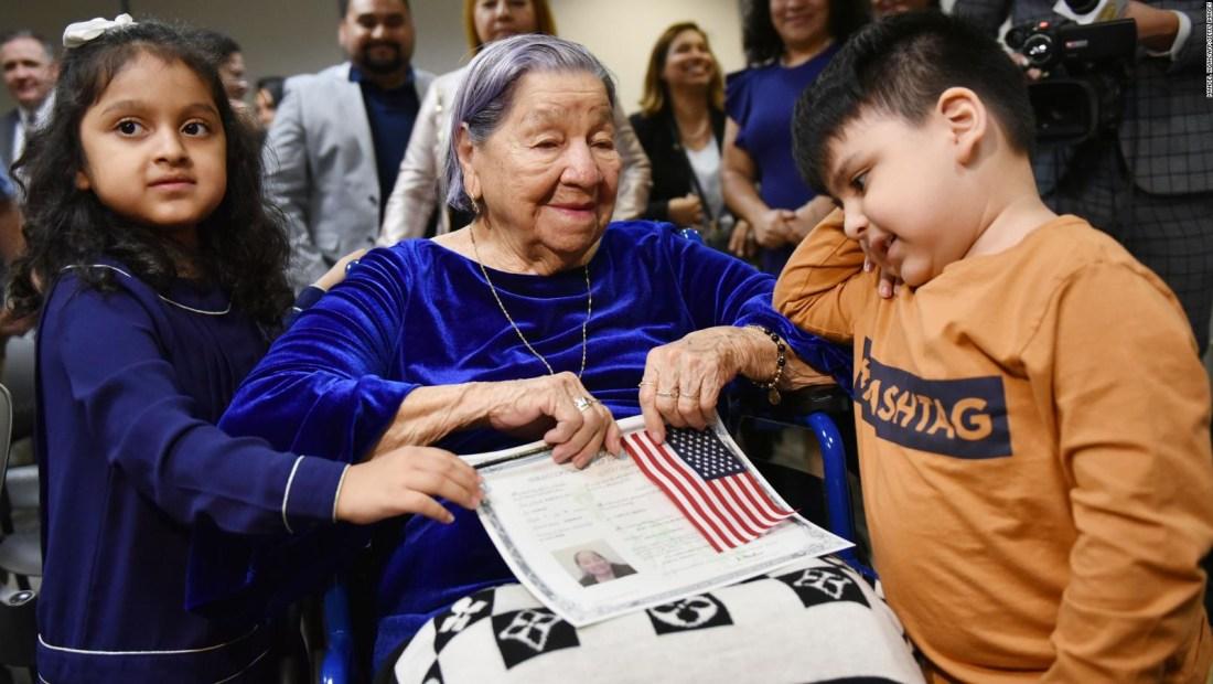 Se volvió ciudadana de Estados Unidos a los 106 años
