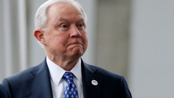 Trump destituye a Jeff Sessions