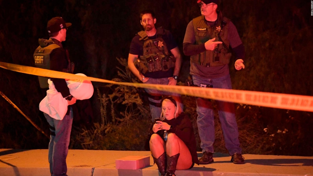 Rinden homenaje a policía muerto en el tiroteo en Thousand Oaks