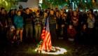 Vigilia en Thousand Oaks en honor a las víctimas del tiroteo