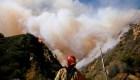 Siguen sin control los mortales incendios en California