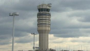 Controladora aérea es despedida tras confundir a pilotos