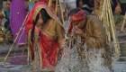 India celebra la fiesta de Chhath Puja, ritual dedicado al sol