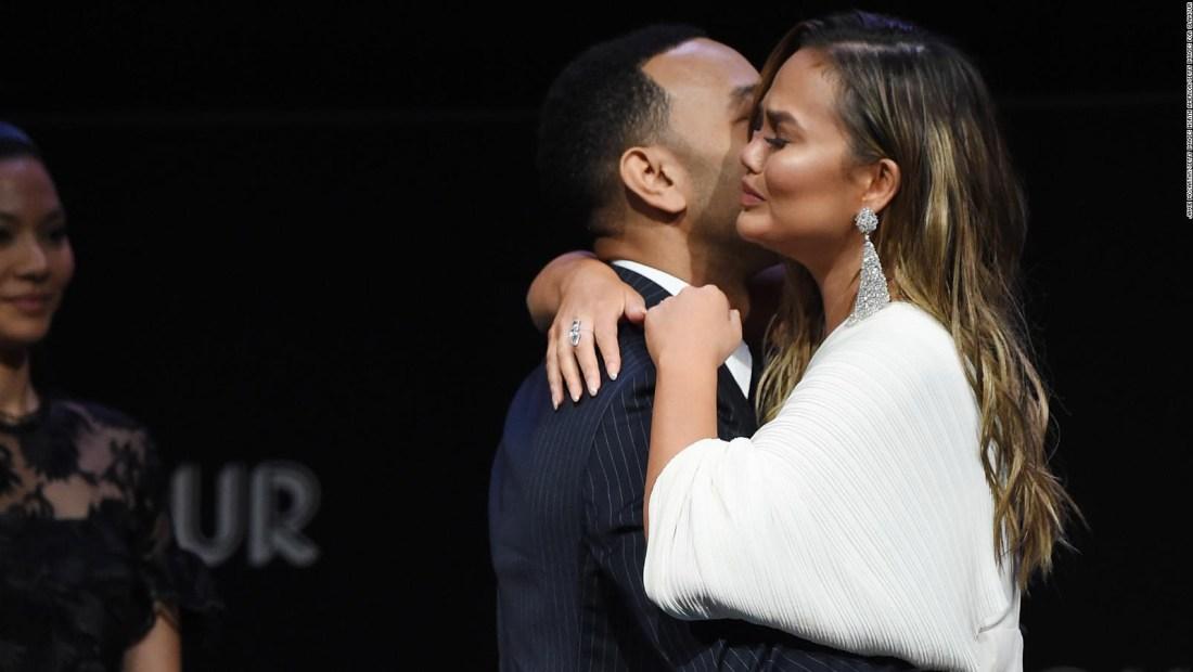 La emotiva presentación de Chrissy Teigen y John Legend