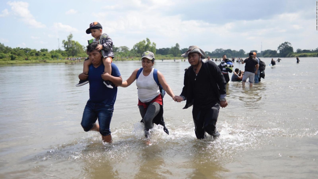 Las caravanas migrantes marchan hacia E.E.U.U
