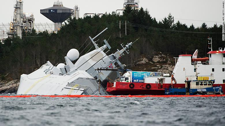 La fragata, que regresaba de los ejercicios de Trident Juncture de la OTAN, fue evacuada después de la colisión con el petrolero Sola TS, dijo el ejército de Noruega.