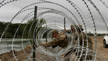 #MinutoCNN: Trump daría autoridad a soldados en la frontera