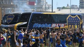 Jugadores de Boca son agredidos en las afueras del Estadio Monumental