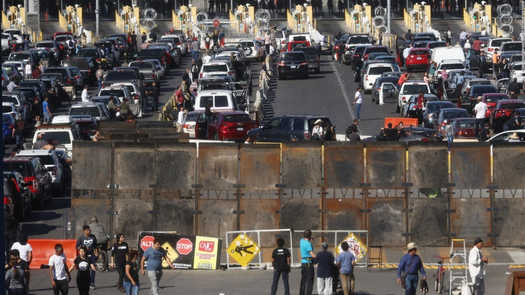 Suspenden tráfico en cruce fronterizo de San Ysidro, EE.UU.