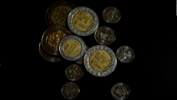 ¿Qué causó la caída del peso mexicano?