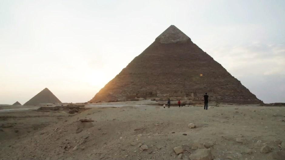Egipto investiga el video de una pareja desnuda en la cúspide de la Gran Pirámide de Guiza