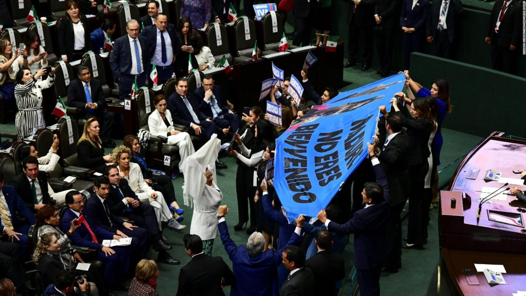 "Gritan ""dictador"" a Nicolás Maduro en toma de posesión de AMLO"
