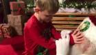 La conmovedora visita de un niño ciego y autista a Papá Noel