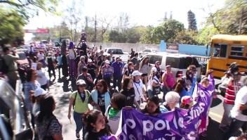 Mujer en El Salvador enfrenta juicio por homicidio por no auxiliar a su hija tras su nacimiento
