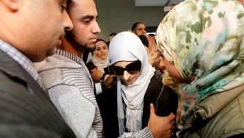 Madre llega a EE.UU. para despedirse de su hijo moribundo