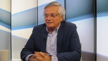 """La realidad de la obra """"Dos espías en Caracas"""" de Moisés Naím"""