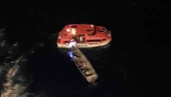 Rescatan a 2 pescadores tras pasar 3 semanas a la deriva