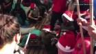 Niños migrantes celebran la Navidad a bordo de un barco de rescate