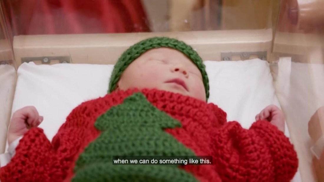 #LaImagenDelDía: La tradición de los suéteres feos llega a un grupo de recién nacidos