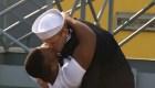 Un beso de bienvenida que generó controversia