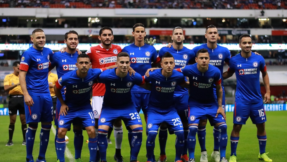 MEXICO CITY, MEXICO - DECEMBER 08: Group photo of Cruz Azul during the semifinal second leg match between Cruz Azul and Monterrey as part of the Torneo Apertura 2018 Liga MX at Azteca Stadium on December 08, 2018 in Mexico City, Mexico. (Photo by Manuel Velasquez/Getty Images)