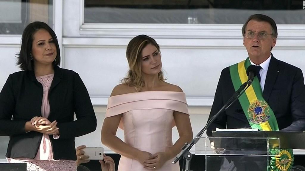 Bolsonaro recibe la banda presidencial