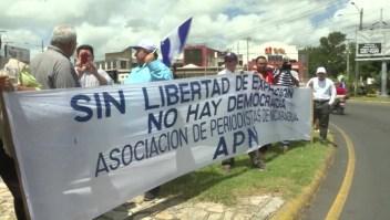 Periodistas huyen de Nicaragua y los diarios se quedan sin papel y tinta