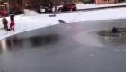 Menor es rescatado de una laguna congelada en Chicago